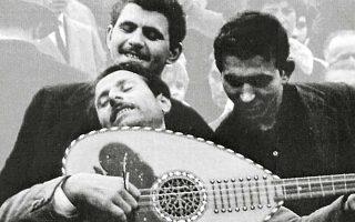 Η έκσταση του οργανοπαίκτη την ώρα του λαϊκού γλεντιού. Φωτογραφία του Κωνσταντίνου Μάνου.