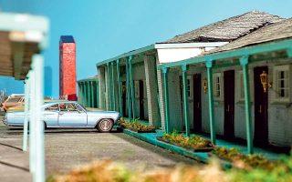 Μινιατούρα του Manor House Motel, που βρισκόταν στο Κολοράντο, όπως εμφανίζεται στο ντοκιμαντέρ του Netflix «Ο ηδονοβλεψίας».