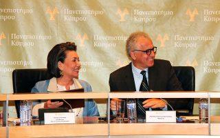 Η διευθύντρια του Ιδρύματος κ. Αρτεμις Σκούταρη και ο πρύτανης, καθηγητής Κωνσταντίνος Χριστοφίδης υπέγραψαν τη συμφωνία για τη νέα έδρα.