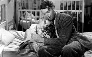 Ο Τζέιμς Στιούαρτ ως Τζορτζ Μπέιλι, με τη μικρή του κόρη, τη Ζουζού (Κάρολιν Γκράιμς), στην «Υπέροχη ζωή» του 1946.