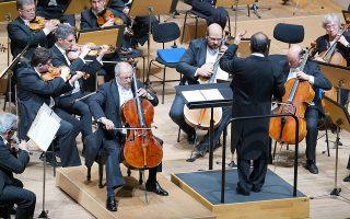 Ο διάσημος Βραζιλιάνος τσελίστας Αντόνιο Μενέσες ανέδειξε τις ποιότητες της μουσικής του Κοντσέρτου του Ρόμπερτ Σούμαν (φωτ. Χ. Ακριβιάδης)