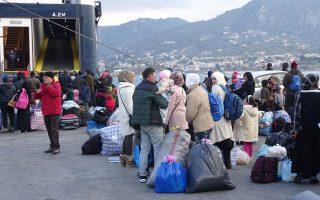 Σύμφωνα με το υπουργείο Μεταναστευτικής Πολιτικής, «από τις 16 Οκτωβρίου μέχρι τις 10 Δεκεμβρίου μεταφέρθηκαν στην ενδοχώρα 5.701 πρόσφυγες».