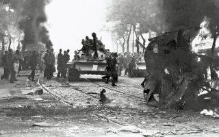 21.8.1968. Σοβιετικά τανκς σε δρόμο της Πράγας. Για την καταστολή της Ανοιξης της Πράγας το Σύμφωνο της Βαρσοβίας έστειλε 4.600 τανκς και 160.000 στρατιώτες.