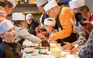 Μαθήματα για μικρούς ζαχαροπλάστες στο Chocolate Museum της Κολoνίας, που  διαθέτει μια πλούσια συλλογή 100.000 αντικειμένων. (Φωτογραφία: © SHUTTERSTOCK)