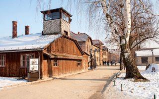 Στην είσοδο του Άουσβιτς, στην Πολωνία. (Φωτογραφία: SHUTTERSTOCK)