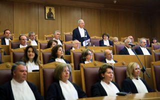Το θερμό επεισόδιο μεταξύ του προέδρου του ΣτΕ Ν. Σακελλαρίου (κέντρο) και του υπουργού Δικαιοσύνης Στ. Κοντονή πυροδότησε νέο κύκλο έντασης.