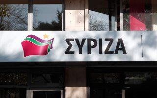 antiexoysiastes-katelavan-ta-grafeia-toy-syriza-sti-larisa0