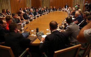 Η συζήτηση περί αλλαγών στο κυβερνητικό σχήμα διεξάγεται σε ένα ιδιαίτερα βαρύ για τον κ. Τσίπρα πολιτικό κλίμα.