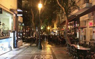 Επιχείρηση «απελευθέρωσης» του πεζόδρομου της Τσακάλωφ από παράνομα τραπεζοκαθίσματα και αυθαίρετες κατασκευές έγινε χθες το πρωί από τον Δήμο Αθηναίων, έπειτα από ρεπορτάζ της «Κ» στις 4/1/2018. Με τη συνδρομή της Δημοτικής Αστυνομίας, επετεύχθη το αυτονόητο: ο δημόσιος χώρος επεστράφη στους πραγματικούς του ιδιοκτήτες, τους πολίτες.