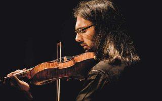 Ο Καβάκος,φωτογραφημένος από τον Marco Borggreve. Ο σολίστ συμπράττει με την ΚΟΑ ως αρχιμουσικός.