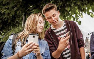Είναι, άραγε, εθιστικά τα έξυπνα κινητά για τους νεαρούς χρήστες τους; Σε αυτό θα προσπαθήσει να απαντήσει η Apple.