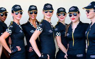 Κορίτσια τέλος! Διαθέτοντας άψογα αντανακλαστικά  η Formula 1 ανακοίνωσε πρώτη ότι από την φετινή σεζόν τα όμορφα κορίτσια που συνόδευαν τους οδηγούς και πόζαραν για τις κάμερες δεν θα εμφανιστούν ξανά. Σημείο των καιρών; Πολιτικά ορθή απόφαση; Οτι και να συμβαίνει, ίσως θα πρέπει να αναμένουμε και την εξαφάνιση των χορευτριών στα διαλείμματα των αθλητικών αγώνων πάσης φύσεως. EPA/SRDJAN SUKI