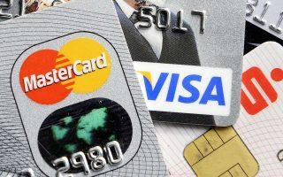Η Τράπεζα της Αγγλίας επισημαίνει ότι ο ρυθμός αύξησης του προσωπικού δανεισμού με τη χρήση πιστωτικών καρτών, καταναλωτικών δανείων και δανείων αγοράς αυτοκινήτου έχει σχεδόν πενταπλασιαστεί σε σύγκριση με τον ρυθμό αύξησης των μισθών στη χώρα.