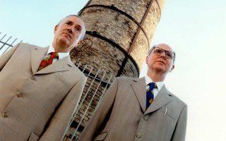 «Θέλαμε πάντα να κάνουμε μια τέχνη για όλους», λένε οι Γκίλμπερτ και Τζορτζ, το εικαστικό δίδυμο που συμπληρώνει 50 χρόνια κοινής πορείας.