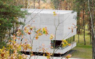 To μνημείο στο στρατόπεδο Μπέργκεν-Μπέλσεν, στο οποίο είναι θαμμένοι τουλάχιστον 70.000 άνθρωποι.
