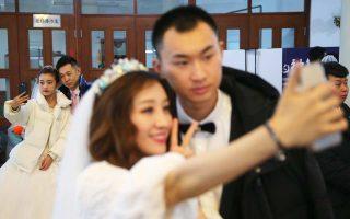 Σε μανία έχει εξελιχθεί η selfie για τους Κινέζους οι οποίοι δεν χάνουν την ευκαιρία να αυτοφωτογραφίζονται ακόμη και σε εξειδικευμένα στούντιο.
