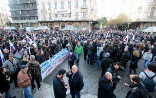 Απαιτείται συνολική επανεξέταση του συνδικαλιστικού νόμου, αναφέρει ο ΣΕΒ στο εβδομαδιαίο δελτίο για την ελληνική οικονομία.