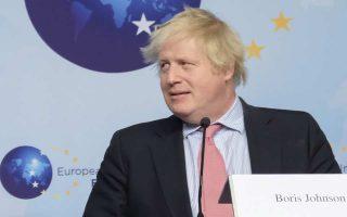 Ο Βρετανός ΥΠΕΞ, Μπόρις Τζόνσον, χθες στις Βρυξέλλες.
