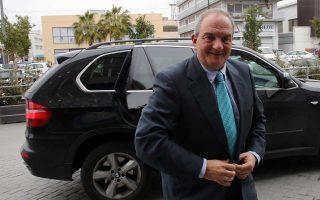 Περίπου 25 λεπτά διήρκεσε η συνάντηση του πρώην πρωθυπουργού Κ. Καραμανλή με τους εκπροσώπους των παμμακεδονικών οργανώσεων.
