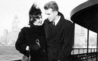 Ο Τζαννής Τζαννετάκης με την αγαπημένη σύζυγό του Μαρία στη Νέα Υόρκη το 1958.
