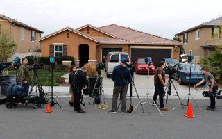 Κάμερες έξω από το σπίτι των Τέρπιν στην Καλιφόρνια.