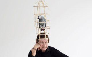 Η πρωταγωνίστρια του «Παπαγάλλου», Αννα Κοκκίνου, για δύο ακόμη Σαββατοκύριακα στη σκηνή.