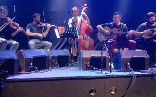 Το σεξτέτο εγχόρδων του Μπάμπη Παπαδόπουλου περιλαμβάνει σπουδαίους Ελληνες μουσικούς.