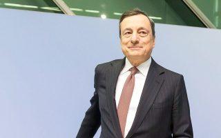 Ο επικεφαλής της ΕΚΤ, Μάριο Ντράγκι, είχε ανακοινώσει τον Οκτώβριο ότι το πρόγραμμα αγοράς των κρατικών και εταιρικών ομολόγων θα συνεχιστεί τουλάχιστον μέχρι τον Σεπτέμβριο του 2018 ή και περισσότερο, παρά το ότι αποφάσισε τη μείωση των μηνιαίων αγορών κατά το ήμισυ, στα 30 δισ. ευρώ, από αυτόν τον μήνα.