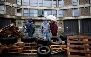 Οι δεσμοφύλακες  συμμετείχαν στην απεργία που οργανώθηκε χθες, παρεμποδίζοντας την είσοδο στις φυλακές Φλερί Μερογκί.