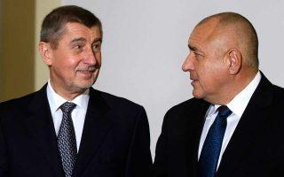 Ο Βούλγαρος πρωθυπουργός Μπόικο Μπορίσοφ και ο Τσέχος ομόλογός του Αντρέι Μπάμπις, χθες, στη Σόφια.
