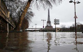 Πλημμυρισμένη όχθη του Σηκουάνα, ύστερα από ημέρες αδιάκοπης βροχής.