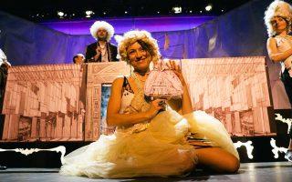 Σκηνή από την παράσταση «Καντίντ ή αισιοδοξία» που σκηνοθετεί ο Θωμάς Μοσχόπουλος.