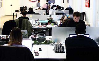 Οι προσλήψεις εργαζομένων με μακροχρόνιες συμβάσεις αυξήθηκαν κατά 6,4% το δ΄ τρίμηνο του 2017.
