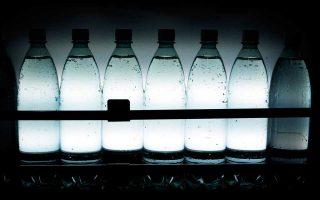 Τα δύο βελγικά εστιατόρια αμφισβητούν τις συνθήκες κατάσχεσης των μπουκαλιών, αποθήκευσης και ανάλυσής τους.