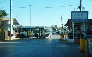 Περίπου 400 λεωφορεία σταθμεύουν στο αμαξοστάσιο των Οδικών Συγκοινωνιών στο Ελληνικό, το οποίο θα πρέπει να απομακρυνθεί.