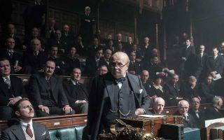 Αγνώριστος ο Γκάρι Ολντμαν στον ρόλο του Ουίνστον Τσώρτσιλ.