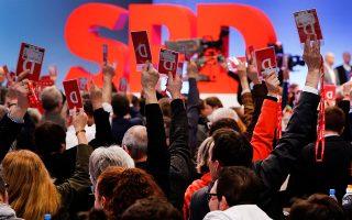 Με οριακή πλειοψηφία τα στελέχη του Σοσιαλδημοκρατικού Κόμματος έδωσαν το πράσινο φως, την περασμένη Κυριακή, ώστε να αρχίσουν οι διαπραγματεύσεις για τη συγκρότηση μεγάλου συνασπισμού.