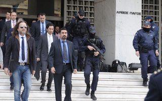 Το Διοικητικό Πρωτοδικείο αναμένεται να κρίνει, αύριο Δευτέρα, αν ο Σουλεϊμάν θα παραμείνει κρατούμενος ή όχι. Για τους υπόλοιπους επτά Τούρκους το θέμα χορήγησης ασύλου βρίσκεται ακόμη σε πρώιμο στάδιο.