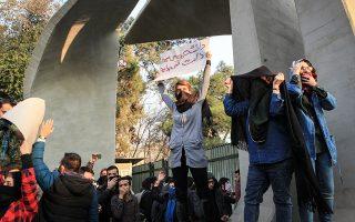 Χιλιάδες συλλήψεις διαδηλωτών έχουν γίνει στο Ιράν.