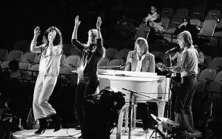 Το δημοφιλές σουηδικό ποπ συγκρότημα των Abba δίνει συναυλία για τη UNICEF στην έδρα του Οργανισμού Ηνωμένων Εθνών, στη Νέα Υόρκη, το 1979. (AP Photo/Marty Lederhandler)