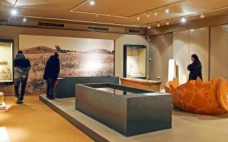 Αναπαραστάσεις τάφων στο Αρχαιολογικό Μουσείο  στα Άβδηρα. (Φωτογραφία: ΝΙΚΟΣ ΚΟΚΚΑΣ)