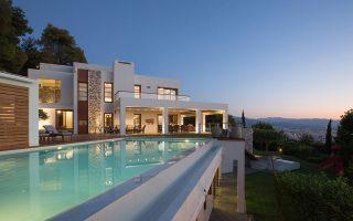 Την παρουσία της στην Ελλάδα εγκαινίασε η γαλλική Barnes International, συστήνοντας την Barnes Greece. Επενδυτική ευκαιρία χαρακτηρίζονται οι πολυτελείς κατοικίες της Ελλάδας, υπό την αίρεση της πολιτικής σταθερότητας.