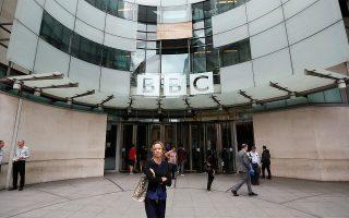 bbc-dechthikan-meiosi-misthoy-anagnorizontas-tis-ypoameivomenes-gynaikes-synadelfoys-toys0
