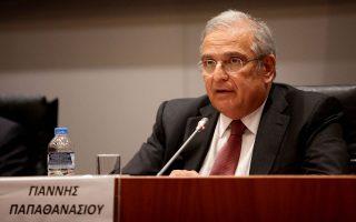 «Οποια μέτρα και αν συμφωνούνταν το 2009, δεν θα είχαν καμία σχέση με τη λαίλαπα που ακολούθησε όταν η χώρα έχασε την πρόσβαση στις αγορές και προσέφυγε στο ΔΝΤ», λέει ο κ. Παπαθανασίου.