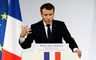 Ο κ. Μακρόν είπε ότι η Γαλλία δεν επιθυμεί να «τιμωρήσει» τη Βρετανία για την απόφασή της να αποχωρήσει από την Ε.Ε., αλλά το Λονδίνο έχει την επιλογή να υιοθετήσει το «νορβηγικό μοντέλο» ή να συνάψει μια εμπορική συμφωνία σαν αυτή μεταξύ Βρυξελλών και Καναδά.