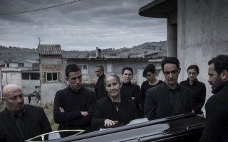 Σκηνή από την ταινία «Σκοτεινές ψυχές», που διηγείται μια βεντέτα ανάμεσα σε οικογένειες της «Ντράνγκετα», της αποτελεσματικότερης μαφίας στον κόσμο, η οποία προέρχεται από την Καλαβρία.