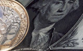 Το ευρώ παρουσίασε άνοδο ως προς το αμερικανικό νόμισμα, στα υψηλότερα τριετίας, αγγίζοντας το 1,2296 δολ.