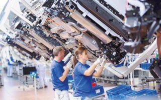 Με άνοδο έκλεισαν χθες τα χρηματιστήρια σε Μιλάνο, Παρίσι και Φρανκφούρτη. Στο επίκεντρο βρέθηκαν οι αυτοκινητοβιομηχανίες. Η ιταλοαμερικανική Fiat Chrysler σημείωσε άνοδο 1%, η γαλλική Renault 1,5% και οι γερμανικές BMW, Daimler και Volkswagen κέρδη από 0,3% έως 1,3%.