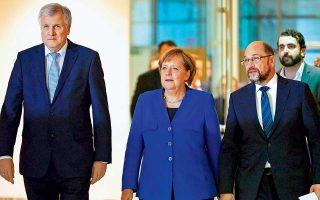 «Η συμφωνία αίρει σημαντικά εμπόδια για τη γερμανική κοινωνία, προκειμένου να ζούμε καλά και σε δέκα ή δεκαπέντε χρόνια από τώρα», δήλωσε χθες η Αγκελα Μέρκελ. Ο Μάρτιν Σουλτς (δεξιά) έκανε λόγο για ένα «εξαιρετικό αποτέλεσμα» και ο Χορστ Ζεεχόφερ (αριστερά) εμφανίστηκε «εξαιρετικά ικανοποιημένος».