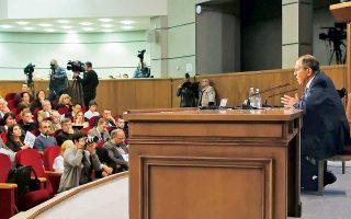 «Η Ελλάδα είναι ήδη μέλος της Βορειοατλαντικής Συμμαχίας, ως εκ τούτου δεν χρειάζεται να κάνει ιδιαίτερες υποχωρήσεις, σε αντίθεση προς την ΠΓΔΜ την οποία έπρεπε να εντάξουν στο ΝΑΤΟ», τόνισε ο Ρώσος υπουργός Εξωτερικών Σεργκέι Λαβρόφ.